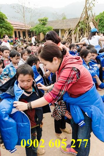 Có nên mua áo ấm đi làm từ thiện cho trẻ em vùng cao không