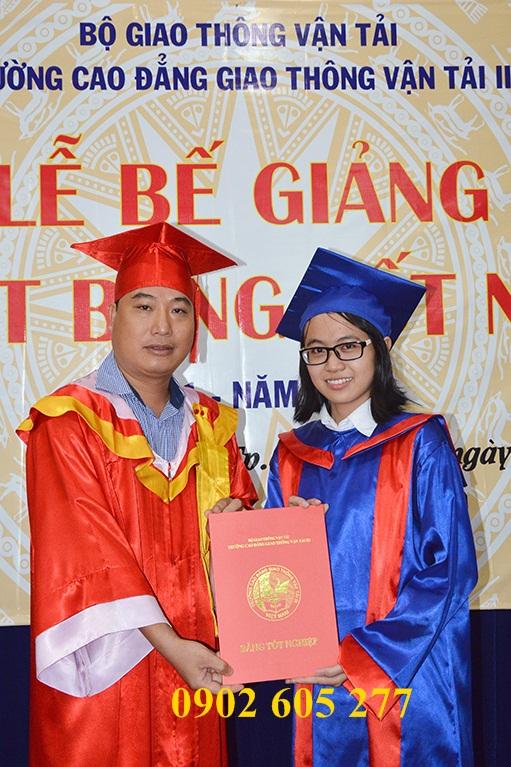 Đồ tốt nghiệp sinh viên được may tại xưởng ở Thủ Đức